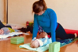 postnatal yoga class with Jenny Rhodes